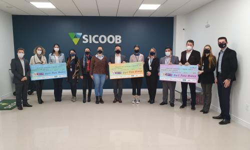 Cooperativas entregam equipamentos para hospitais de Pato Branco