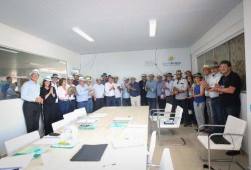 SHOW RURAL: Assinado contrato de cooperação e cessão de uso da Casa Paraná Cooperativo