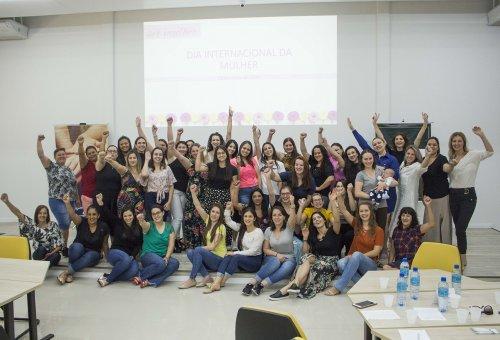 Colaboradoras da Coopertradição são homenageadas pelo Dia Internacional da Mulher.